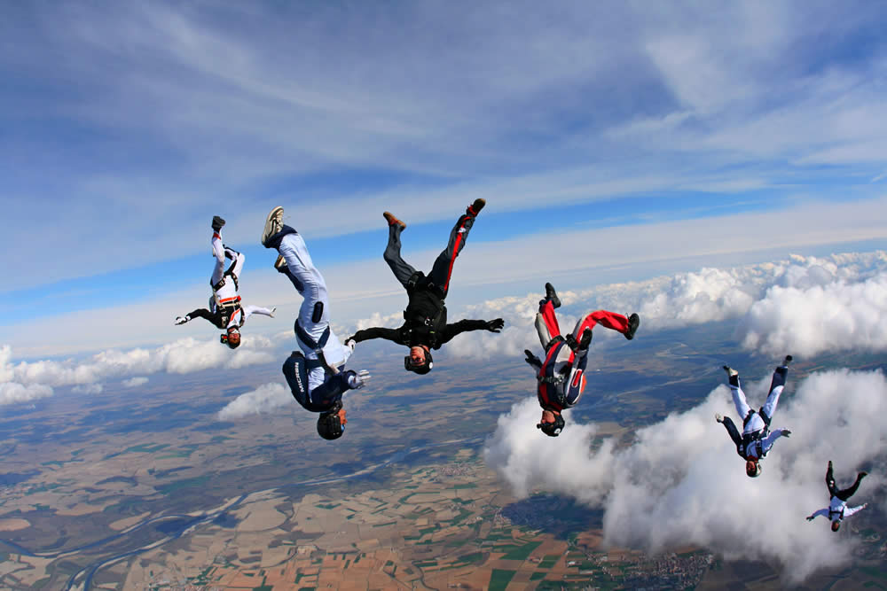 Freefly formation in freefall