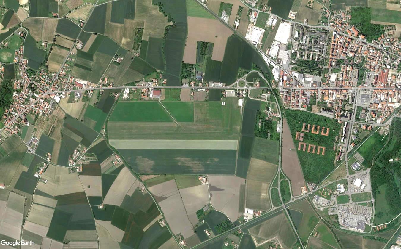 """Sede dell'Accademia di Paracadutismo """"Area Delta 47"""" d Casale Monferrato"""